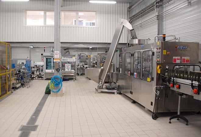Création cave vinicole Domaine d'Uby chaine de mise en bouteille bureau d'ingénierie vinicole INGEVIN