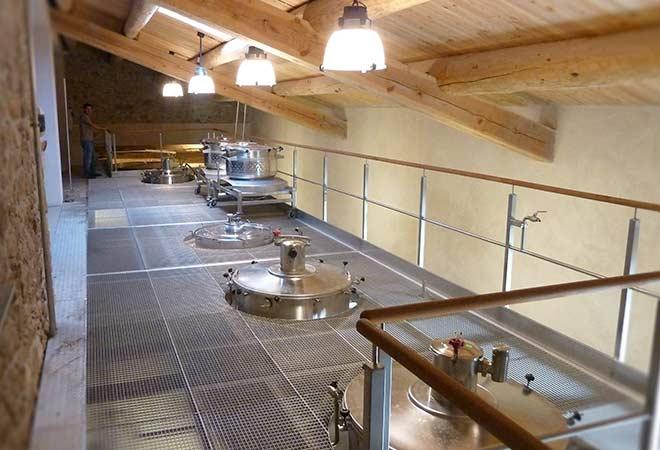 Création cave vinicole Domaine La Combe cuverie Inox bureau d'ingénierie vinicole INGEVIN