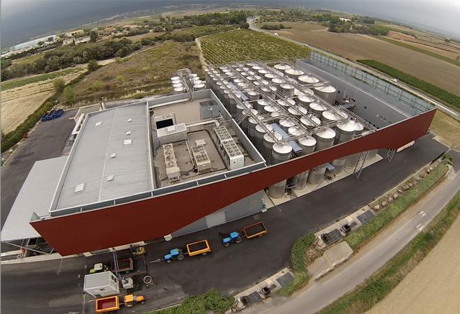 Création cave coopérative Terroirs Voie Domitienne Vue aérienne cuverie bureau d'ingénierie vinicole INGEVIN