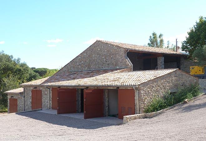 Création cave vinicole Domaine La Combe chai extérieur bureau d